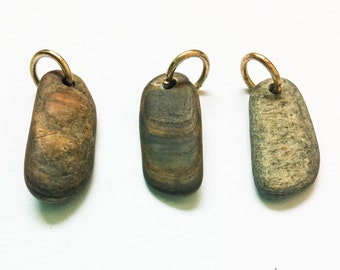 Petrified wood, Beach stone beads, Beach stone Charms, Pebble beads, drilled stone, drilled beach stone ketten kiesel(8-031)