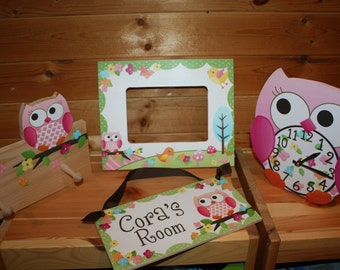4 Piece Gift Set - Owls Love Birdies Girls 5x7 Photo Picture Frame, Clothespeg Rack, Clock and Door Sign