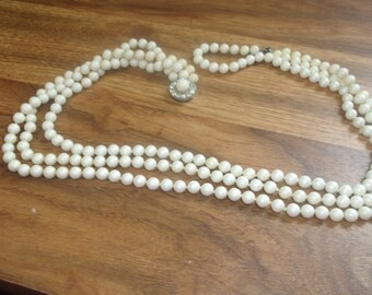 vintage necklace triple strand ivory colored lucite