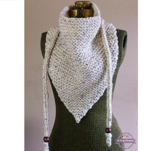 Hand Dreieck Schal stricken neutrale Haferflocken oder IHRE
