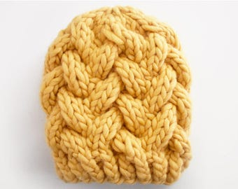 super bulky cable hat knitting pattern → the patisserie hat