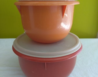 Vintage set of 2 Harvest Small and Medium Tupperware Mixing bowls #270 & #271
