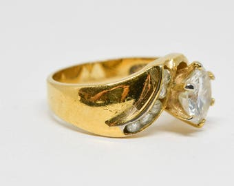 Lovely gold tone ring