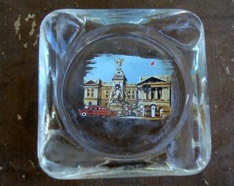 Vintage Buckingham Palace Small Glass Souvenir Ashtray