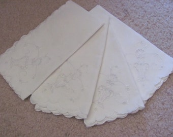 Napkins Set of 4 Vintage Linen Luncheon Tea Napkins 17""