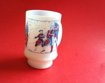 American Bicentennial 1776 1976 Revolutionary War White Milk Glass Coffee Mug, Independence Day