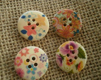 (16) set of 4 round buttons with four holes in wood painted Ecru floral motifs, 21 mm diameter