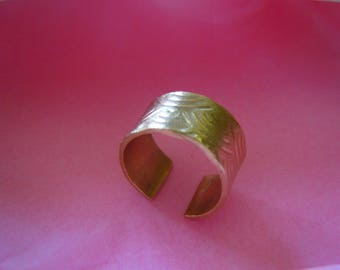 Golden bronze handmade ring adjustable.
