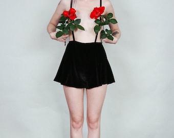 Anne - Velvet suspender short with flared cut - black boho rock