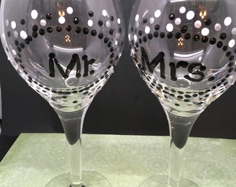 Stemware MR and MRS Wine Glasses Hand Painted  Black White and Silver Polka Dots  SET of 2 Toasting Glasses Wedding Table Decor Gift Idea