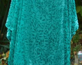 Green silk devore velvet evening tunic. One size. Dipped sides.