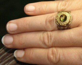Locket RING Genuine Swarovski jewel. Adjustable size. Vintage style gold brass. Vintage Poison ring 4 4.5 5 5.5 6 7 7.5 8 8.5 9 9.5 10 11 12