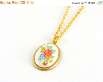 20%OFF SALE Vintage Rose Cameo Pendant, Spring Floral Cameo Necklace, Glass Cameo