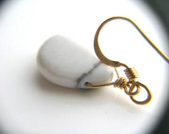 White Howlite Earrings Handmade . White Drop Earrings Gold . White Dangle Earrings . Gold and White Earrings Teardrop
