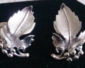 Listner Screw Back Silver Leaf and Berries Earrings