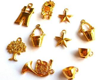 Set of 10 pendants mixed metal gold DY020 L4