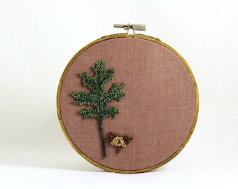 Pin Oak Leaf and Acorn Punchneedle Embroidery Hoop Wall Art. Botanical Fiber Art. Spring Green and Brown. Nature. Ready to Ship.