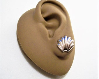 Monet Sea Shell Clip On Earrings Silver Tone Vintage Scalloped Edge Deep Ribbed Columns Comfort Paddles