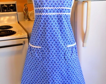 Grandma Style Old Fashioned Apron in Blue and Red