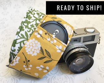 READY TO SHIP - Camera Strap, Padded, Lens Cap Pocket, Nikon, Canon, dslr Photography, Photographer Gift, Wedding - Cotton & Green Scroll