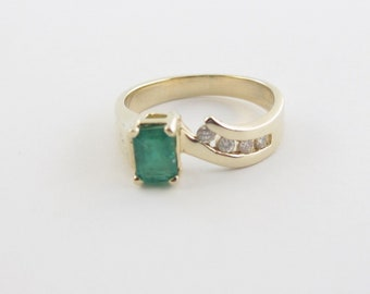 14k Yellow Gold Diamond And Emerald Ring Size 6 3/4