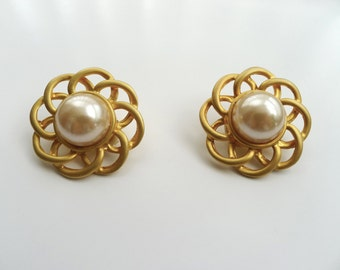 Brand New Vintage 80s Gold Tone Metal Faux Pearl Clip On Earrings