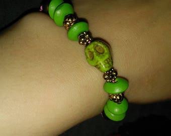 Green skull self tying bracelet