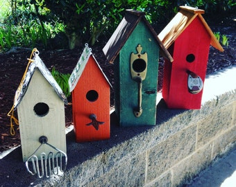 Birdhouse with Unique Perch and License Plate Roof (12 x 5 x 5)