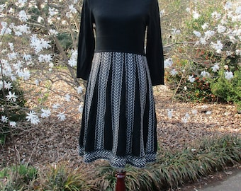 VINTAGE SWEATER DRESS, Black & White geometric print skirt, knee-length, turtleneck Knit dress, Boho hipster 1970s Mad Men office schoolgirl