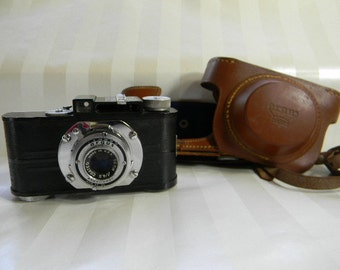 Vintage ARGUS ANASTIGMAT A2B, 50 mm Camera  with Case