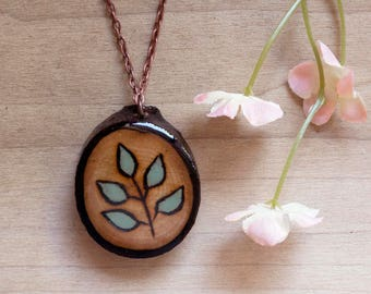 Wooden Leaf Necklace, Green Leaf Necklace, Wood Slice Necklace, Wooden Pendant, Leaf Pendant, Green Leaf Jewelry, Wood Slice Jewelry