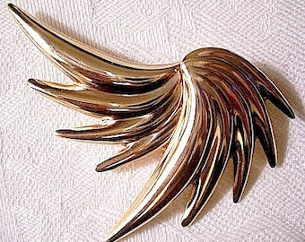 Swirled Feather Pin Brooch Gold Tone Vintage Curved Ribbed Spray