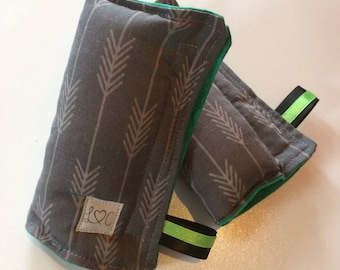 Includes straps / Aztec style arrows/gray/green.