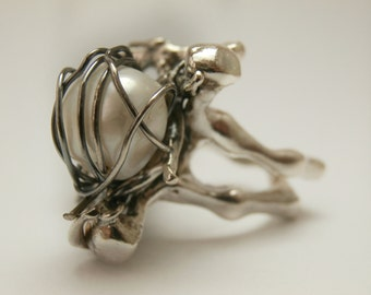 Original ring. Pearl Ring. Silver Ring. Two-tone silver. White Pearl. Pearl of river. Striking ring. Pearl Ring. Ideal Ring