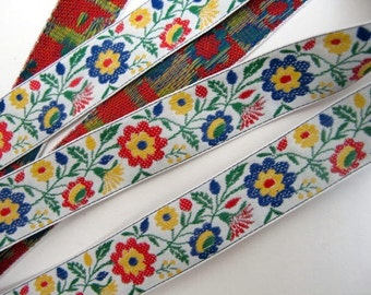SPRINGTIME FLORAL 3 yards Jacquard trim. Red, blue, yellow, green, on white. 3/4 inch wide. 873-A Bavarian dress trim, flower garden
