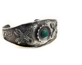 Vintage Sterling Silver Turquoise Cuff Bracelet ~ 1940s Native American Southwestern Green Turquoise Arrow Design Tribal Jewelry