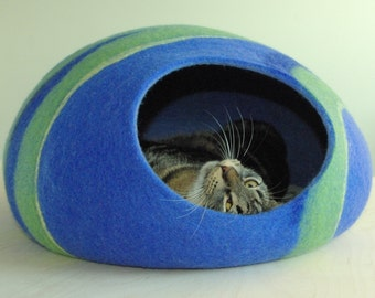 Cat bed/cat cave/cat house/blue felted cat cave