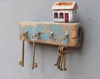 Beach Cottage Jewelry Storage - Driftwood Key Holder Rack, Jewelry Organizer Rack - Hand painted Driftwood Cottage