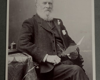 Cabinet card, antique.  Depicting a seated distinguished gentleman.  Turner & Drinkwater, 8 Regents Terrace, Hull  (UK), c1890's.