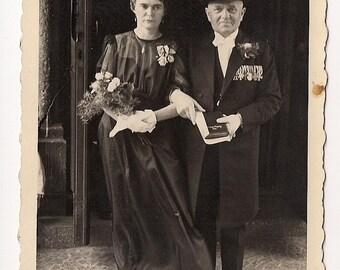 Wedding portrait 1920s groom bride young couple - Memorabilia  picture shot Real Photo Postcard Photography Antique RPPC paper ephemera