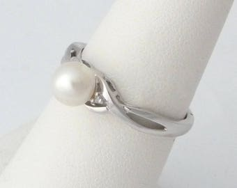 Vintage Pearl and Diamonds Ring 10k White Gold Vintage Ring Size 7