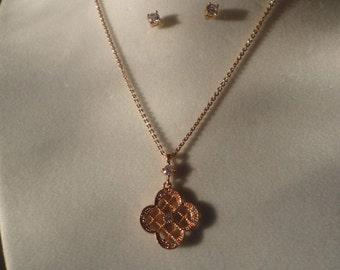 A Rose Color Silvertone Flower Pendant Necklace******