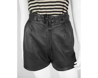 Vintage shorts with drawstring on the waist