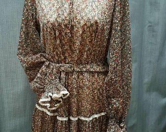 Vintage 1970s Feminine & Floral Prairie Dress.