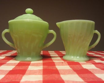 """ANCHOR HOCKING Jadite """"Shell"""" set of one creamer and one sugar bowl with lid - Made in USA - 1970s"""