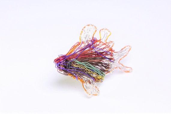 Roter Fisch Brosche Draht-Skulptur-Kunst tropischen Strand