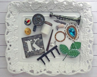 bITs KitS No041a  - Texas flag, milkglass jar, horn,doll leg, ink pen nub, square nail, chandelier crystal, cabinet knob