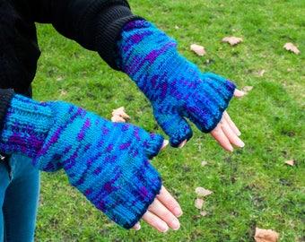 Knitted wristwarmers / Vibrant striped pattern