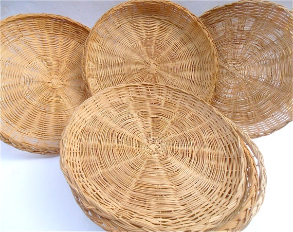 Vintage Rattan Paper Plate Holder Six 6 Round Woven Wicker Weave Natural Handmade Handicraft Table Picnic Reusable Recyclable Eco Friendly & Vintage Rattan Paper Plate Holder Six 6 Round Woven Wicker