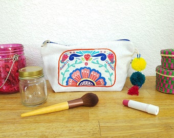 LOLA - Embroidered makeup bag